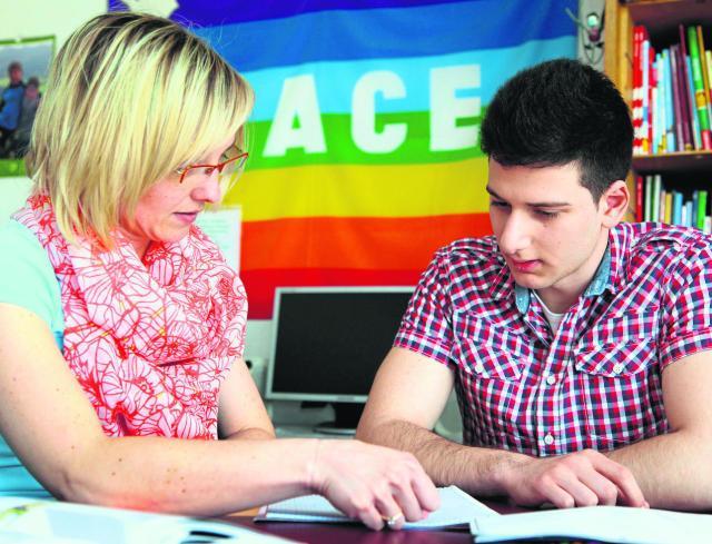 Frauke Randles unterrichtet den Fachoberschüler Mustafa in Spanisch.